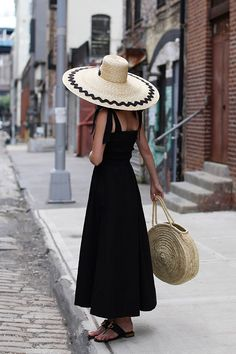 Simple Summer Dresses, Dress Summer, Atlantic Pacific, Pin Up, Summer Hats, Summer Time, Fashion Colours, Look Chic, Holiday Fashion