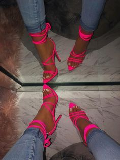 Big pimpin' in that pink neon sandales, are you ladies ready for this summer ? And have at least on neon pair of heels? Cute Heels, Sexy Heels, Stiletto Heels, Hot Pink Heels, Pink Sandals, Pink Heels Outfit, Orange Heels, Lace Up Heels, Strappy Heels