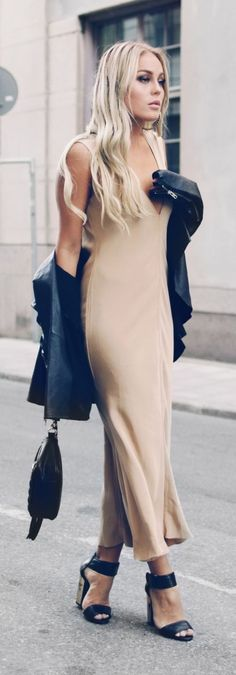 Golden Rush And Black Leather Outfit Idea by Angelica Blick Mais Passion For Fashion, Love Fashion, Fashion Looks, Fashion Outfits, Womens Fashion, Fashion 2015, Street Chic, Street Style, Golden Dress