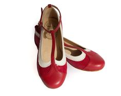 Ona Red  Flat leather shoes in red and white  by QuieroJune
