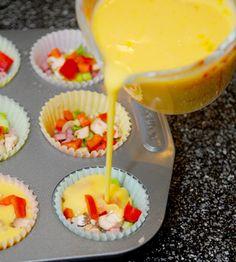 Εάν σας αρέσει το πρωινό, αλλά βαριέστε σε καθημερινή βάση να το προετοιμάζετε και τη βγάζετε μόνο μ' έναν καφέ, σάς έχουμε την τέλεια συνταγή. Μάφιν μίνι ομελέτας. Ένα σνακ ιδανικό ακόμη και για το γραφείο ή το σχολείο. Έχει ωραία εμφάνιση, είναι πολύ νόστιμο και εάν το προετοιμάσετε πιο μπροστά, μπορείτε ακόμη και να …