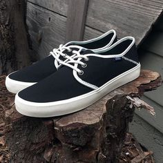 33d2aa257755b Into the Groove  The Vans Surf Tazie SF in Black Antique White. Tenis