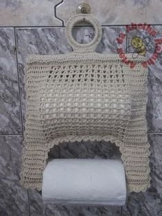 This pattern is in Russian? but has very clear photos of each stage and charts that have international symbols. With my 12 months experience of crochet, I can understand it :) - Nice cover to brighten the bathroom. Filet Crochet, Crochet Motif, Crochet Doilies, Crochet Yarn, Crochet Patterns, Crochet Kitchen, Crochet Home, Crochet Gifts, Yarn Crafts