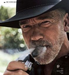 Famous Cigars, Arnold Schwarzenegger Bodybuilding, Smoking Celebrities, Frank Zane, Cigar Men, American Legend, Pipes And Cigars, The Expendables, Moustache