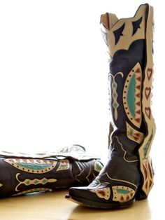southwestern boots Native American motif cowboy boots. These boots have it all - I love em
