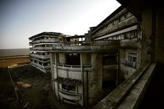 Living in the Art Deco Ruins of the Grande Hotel, Africa Grande Hotel, Ambassador Hotel, Forgotten Treasures, Most Luxurious Hotels, Construction Cost, Day Tours, Abandoned Places, Art Deco Fashion, Swimming Pools
