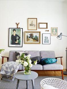 gallery art wall decor photos and frames / decorar con composiciones de cuadros y fotos