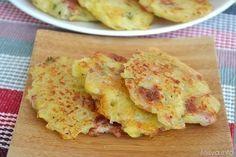 I rosti di patate (Rösti) sono un piatto della cucina svizzera a base di patate che spesso viene arricchita con cipolle, pancetta, formaggio, erbe aromatiche e chi
