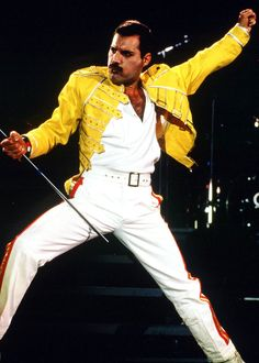 27 years ago today in 1991 we lost one of the best musicians ever. Rest In Peace Freddie Mercury Julian Casablancas, Queen Lead Singer, Divas, King Of Queens, Roger Taylor, Somebody To Love, Queen Freddie Mercury, Queen Band, Brian May