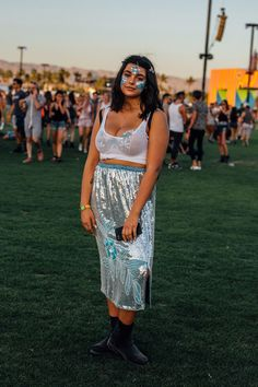 festival outfits plus size / festival outfits _ festival outfits rave _ festival outfits boho _ festival outfits men _ festival outfits plus size _ festival outfits black girl _ festival outfits coachella _ festival outfits rave raver girl Black Festival Outfit, Plus Size Festival Outfit, Music Festival Outfits, Music Festival Fashion, Music Festivals, Coachella Outfit Plus Size, Coachella Style, Fashion Music, Festival Trends