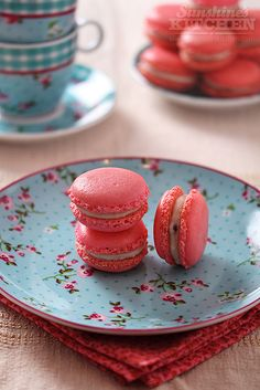 macarons with white chocolate & dried raspberries