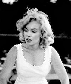Always Marilyn Monroe Marilyn Monroe Painting, Marilyn Monroe Photos, Marilyn Moroe, Act Like A Lady, Phil Collins, Fair Isle Pattern, Norma Jeane, Celebs, Celebrities