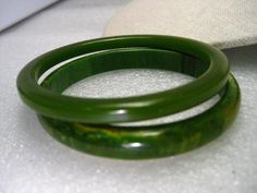 "Vintage Lot of 4 Green Bakelite Bracelets, One Marbled End-of-Day 1/4""-1/5"" wide, 7.5"""