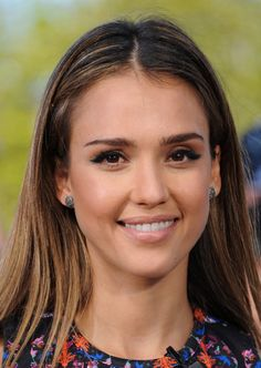 Katy's Braid, Julianne's Topknot, and More Celebrity Styles to Love: Jessica Alba's winged eyeliner and nude lip combination is the perfect daytime look.