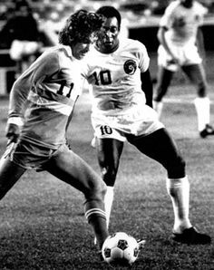 George Best (Los Angeles Aztecs, 1976, 1977–1978) and Pelé (New York Cosmos, 1975–1977) during their NASL (North American Soccer League) days.