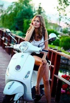 🛵Vespa Guy 🛵 (@womenandvespas) / Twitter Vespa Motor Scooters, Scooter Motorcycle, Vintage Vespa, Piaggio Vespa, Lambretta Scooter, Vespa Tuning, Motos Vespa, Italian Scooter, Chicks On Bikes