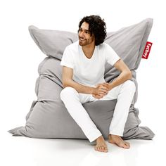 The Fatboy The Original Special Bean Bag is a classic addition to any lounging area. Seriously, everyone loves a bean bag - they are greatest places. Interior Minimalista, Bean Bag Lounger, Bean Bag Chair, Fatboy Pouf, Outdoor Bean Bag, Patio Chairs, All Modern, Vintage Modern, Vintage Looks