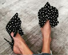 Black and white heels pumps with a big bow. Fashionable Trendy Fashion High Heels from 34 Evening Casual High Heels collection is the most trending shoes fashion. Pretty Shoes, Beautiful Shoes, Cute Shoes, Me Too Shoes, Women's Shoes, Shoe Boots, Stiletto Shoes, Beautiful Beautiful, Fall Shoes