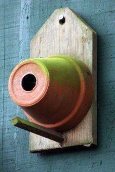 Pot bird house. Simple. Cool. #mywatergallery #birdhouseideas #buildabirdhouse