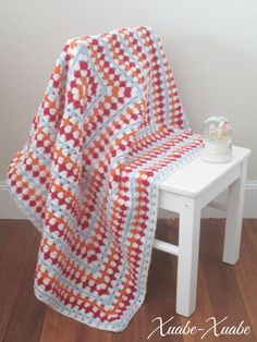 Indicaciones para tejer una mantita de Granny Square Gigante.