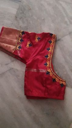 Varna Embroidery  8125015102 Hand Work Blouse Design, Pattu Saree Blouse Designs, Simple Blouse Designs, Blouse Designs Silk, Designer Blouse Patterns, Magam Work Designs, Kutch Work Designs, Sumo, Neck Designs For Suits
