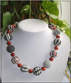 Lange Zeit habe ich ja meine geleibten Perlchen vernachlässigt……und sie waren auch sehr traurig darüber ….. Aber nun habe ich wieder gehäke... Seed Bead Necklace, Seed Bead Jewelry, Beaded Necklace, Beaded Bracelets, Beaded Bead, Necklaces, Bead Embroidery Patterns, Beaded Embroidery, Beading Patterns