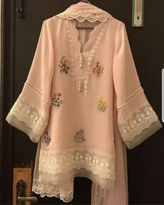 Nice neckline Pakistani Fashion Casual, Pakistani Dresses Casual, Pakistani Wedding Outfits, Pakistani Dress Design, Indian Outfits, Kurti Designs Pakistani, Salwar Kurta, Pakistani Salwar Kameez, Sharara