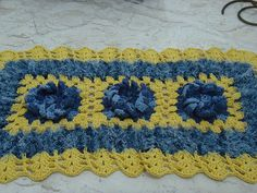 Tapete Peludo azul e Amarelo