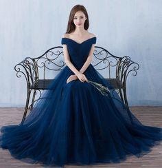 cool Нарядные платья для девочек на выпускной (50 фото) — Как подобрать образ? Читай больше http://avrorra.com/naryadnye-platya-dlya-devochek-na-vypusknoj/