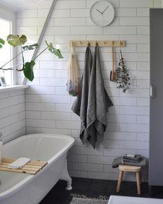 """208 gilla-markeringar, 9 kommentarer - Josefin Netz (@josefin_netz) på Instagram: """"Slow morning! #bathroom"""""""