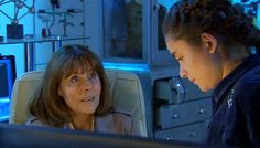 Maria telling Sarah Jane about America. (SJA: The Last Sontaran) Sarah Jane Smith, Bbc Doctor Who, Torchwood, Dr Who, Never Give Up, Fangirl, Jackson, Adventure, Aliens