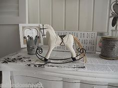 Pferd Karussellpferd Schaukelpferd Deko Dekoration Landhaus SHABBY Chic Weiß