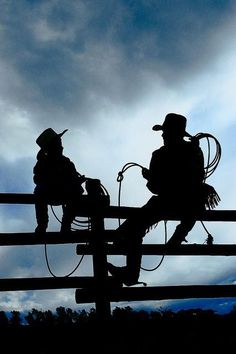 cool silhouette big cowboy with little cowboy as sun sets sitting on a fence Cowboy Up, Little Cowboy, Cowboy And Cowgirl, Country Life, Country Girls, Country Living, Foto Cowgirl, Westerns, Cool Silhouettes