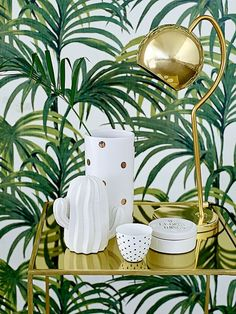 gold bar cart, gold table lamp, white and gold ceramics and leaf print wallpaper… Interior Tropical, Tropical Home Decor, Tropical Houses, Estilo Tropical, Tropical Style, Tropical Prints, Tropical Bedrooms, Turbulence Deco, Interior Decorating