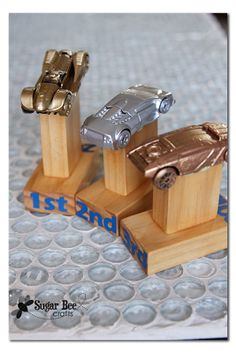 simple but awesome trophies that you can make at home - - Sugar Bee Crafts: DIY Pinewood Derby Trophies and Certificates
