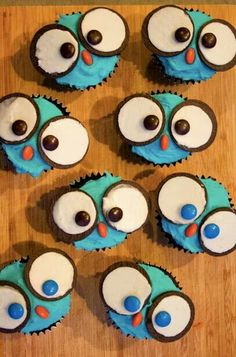 Owl cupcakes, so cute: looks like they used Oreo's for the eyes and M&M's for the nose & eyes. No link