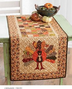 Let's Talk Turkey from Quilting Quickly Fall 2013 is a quilted table runner featuring a four patch checkerboard center and appliqué turkeys made from a dresden plate quilt block on both ends. Quilt by Jenny Doan. Thanksgiving Table Runner, Table Runner And Placemats, Crochet Table Runner, Table Runner Pattern, Quilted Table Runners, Fall Placemats, Hosting Thanksgiving, Fall Table Runner, Table Topper Patterns