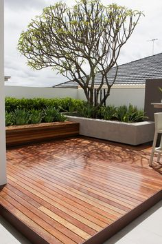 75 Ideas of modern decking. Planning the style of the deck is as important as planning the home interior. Look at these modern deck design ideas and find Backyard Patio, Backyard Landscaping, Patio Stone, Flagstone Patio, Concrete Patio, Backyard Ideas, Patio Ideas, Backyard Designs, Wood Patio