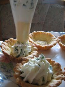 Dragostea in bucate: COSULETE CU CREMA DE BRANZA SI CEAPA VERDE ...BY ADRIANA Eat Pray Love, Quiche Lorraine, Romanian Food, Cooking Recipes, Healthy Recipes, Arabic Food, Afternoon Tea, Finger Foods, I Foods