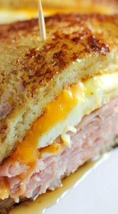 French Toast Grilled Cheese Sandwich is part of food_drink - This is a super easy breakfast sandwich that is so easy to make it would get anyone off to a happy start Breakfast Desayunos, Breakfast Dishes, Breakfast Recipes, Breakfast Sandwiches, Mexican Breakfast, Breakfast Healthy, Breakfast Ideas, Breakfast Quesadilla, Indian Breakfast