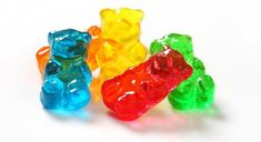 Check out our FUN Gummy Bear Osmosis experiment! BTW - this is a simple and fun experiment for children 12 and under (and their moms). Elementary Science Fair Projects, Science Projects For Kids, Science Activities For Kids, Kid Projects, Kid Science, School Projects, School Ideas, Gummy Bear Science Project, Gummy Bear Experiment