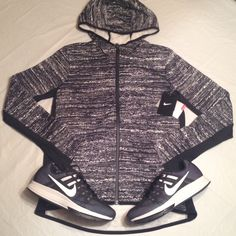 M Nike hoodie women •All offers are welcome •Brand new •Authentic ***Cheaper through ♏️**** sneakers available size:8 $100 Nike Tops Sweatshirts & Hoodies