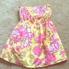 Lilly Pulitzer strapless top Adorable yellow, pink, and green strapless Lilly Pulitzer top. With elastic right under chest for a flattering fit! Perfect condition size XS! Lilly Pulitzer Tops Tank Tops