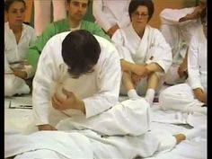 A Shiatsu session by Wataru Ohashi - 				 				  Master Wataru Ohashi performing a Ohashiatsu session in Paris.  - http://massage.mynewsportal.net/2013/03/a-shiatsu-session-by-wataru-ohashi/