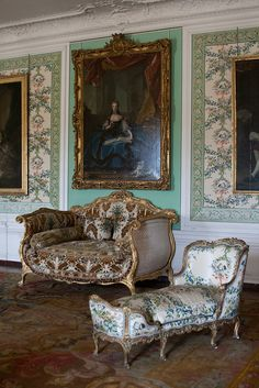 living in France, visiting Versailles often. Chateau Versailles, Palace Of Versailles, Louis Xvi, Style Français, French Furniture, Regency Furniture, Old World Charm, Lounges, Marie Antoinette