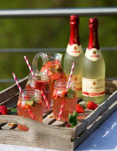 Rhabarber-Erdbeer-Bowle mit Rotkäppchen Alkoholfrei