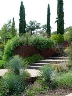 garten hang modern ideen beton stützmauer gräser | gardening, Garten und erstellen