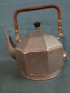 Peter Behrens for AEG Electric Teapot / Tea Kettle c1903 - 1908. This item is an early electric teapot / tea kettle and based upon our research was designed by Peter Behrens and manufactured by a German manufacturer called AEG (Allgemeine Elektrizitäts-Gesellschaftin)in the early 1900's.