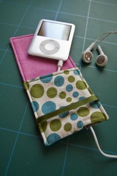 Got an iPod Nano? Need a pouch for it? - PURSES, BAGS, WALLETS - I've just done a tute HERE I decided to make a case for my new iPod Nano, to stop it from getting scratched in the depths of my handb Ipod Nano, Sewing Hacks, Sewing Tutorials, Sewing Crafts, Sewing Projects, Sewing Ideas, Sewing Diy, Diy Crafts, Ipod Covers