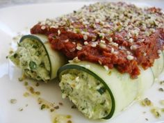 Raw Vegan Spinach Manicotti: Zucchini Noodles, Spinach Sunflower Cheese and Herby Tomato Sauce (Raw, Vegan, Gluten-Free) Raw Vegan Recipes, Vegan Foods, Vegan Dishes, Italian Recipes, Vegetarian Recipes, Healthy Recipes, Vegan Raw, Paleo, Zoodle Recipes